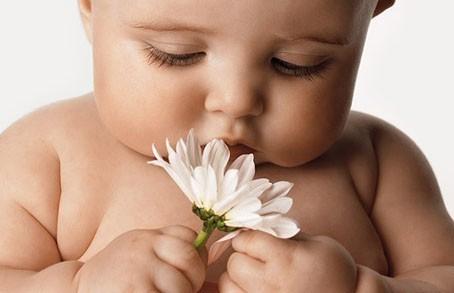 bambino-piccolo-neonato